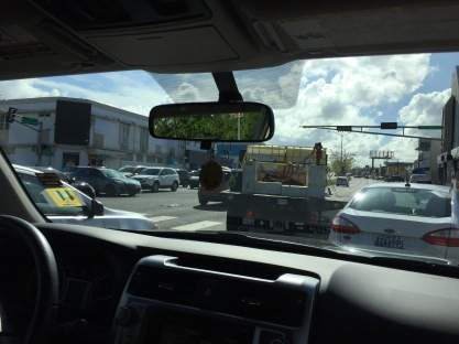Intersection with no traffic signals or officers directing traffic (Rio Piedras)